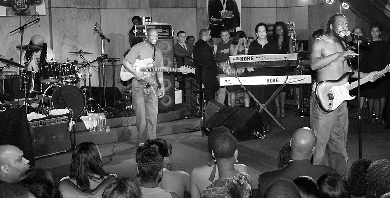 wyclef playing with band sm bw 800