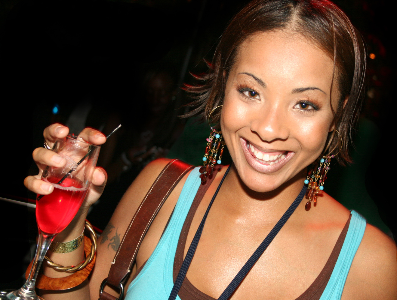 hot black girl drinking clubbing 1000