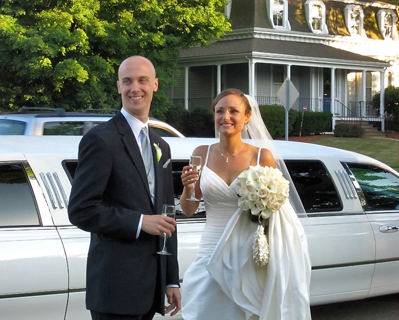 wedding couple bride and groom limo toast 800x